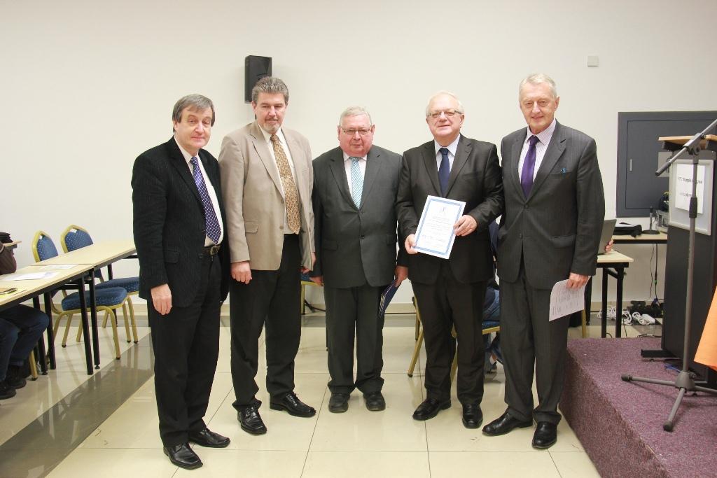 Společné foto. Zleva stojí: Kukačka, Marko, Müller, Leiš, Vaníček